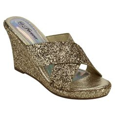 4262fa44655 These wedge sandals are featuring criss-cross strap at vamp