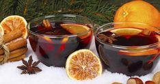 Découvrez la recette de Vin chaud de Noël à faire en 10 minutes. Faites chauffer le vin rouge dans une casserole avec le sucre cassonade. Ajoutez dans le vin une étoile de badiane entière, un baton de cannelle, deux clous de girofle, deux graines de cardamone et 1/2 gousse de vanille (ouvrez-la et grattez-la pour récupérer les graines avec la point… Pomegranate Cocktails, Cream Liqueur, Winter Drinks, Christmas Brunch, Mulled Wine, Orange Slices, Turkey Recipes, Cocktail Recipes, Food And Drink