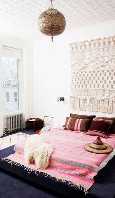 Eclectic Bobo bedroom with amazing weaving and pink blanket