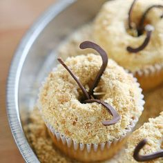 Star Wars Sarlacc Cupcakes Recipe Desserts with vanilla cake mix, water, vegetable oil, large eggs, vanilla frosting, slivered almonds, crushed graham crackers, milk chocolate