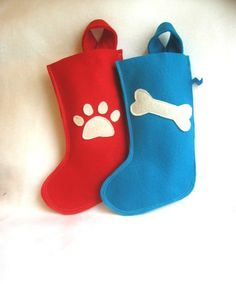 pet Christmas stocking for your dog or cat in eco friendly felt : bone or paw print style via Etsy Christmas Animals, Felt Christmas, Handmade Christmas, Merry Christmas, Pet Christmas Stockings, Pet Stockings, Dog Crafts, Christmas Crafts, Christmas Gifts For Pets