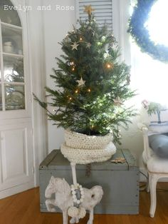 Evelyn and Rose: Christmas 2016 - Dining Room
