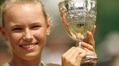 Caroline Wozniacki - Junior Wimbledon champion - Wimbledon-titlen som junior i 2006 blev et springbræt for Caroline Wozniacki. Tennis Tops, Caroline Wozniacki, Serena Williams, Wimbledon, Champion, Sport, Girls, Woman Face, Sports