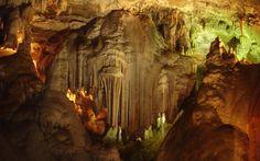 Interior da Gruta do Maquiné, uma das poucas abertas à visitação em Minas Gerais. Cordisburgo, Minas Gerais, Brasil. Fotografia: Fábio Calvetti / UOL.