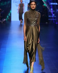 Tarun Tahiliani - Lakme Fashion Week #ConGuantesySombrero  #fashion #designers #runaway #instagood #collections #style