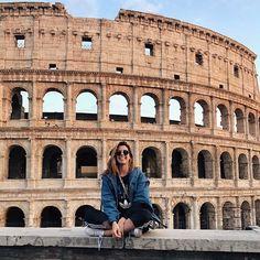 Oldie but goodie Paradinha básica no Coliseu porque né...precisava amarrar o cadarço rapidão! Haha #roma #turistando