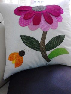 Felt Flower Pillow, Felt Pillow, Felt Cushion, Patchwork Cushion, Hand Embroidery Tutorial, Embroidery Kits, Pillow Crafts, Fabric Crafts, Bed Cover Design