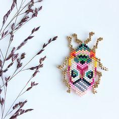 beaded brooch diy how to make Pony Bead Crafts, Seed Bead Crafts, Seed Bead Patterns, Beaded Jewelry Patterns, Bead Jewellery, Seed Bead Jewelry, Rose Moustache, Miyuki Beads, Art Perle