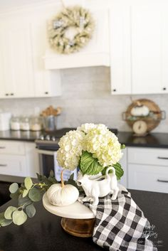 Fall Flower Arrangements and Vignettes - Fall Kitchen Vignette by Home Stories A to Z #fallvignette #falldecor Lemon Kitchen Decor, Fall Kitchen Decor, Fall Home Decor, Kitchen Ideas, Farmhouse Table Decor, Farmhouse Style Kitchen, Modern Farmhouse Kitchens, Rustic Kitchen, White Kitchens