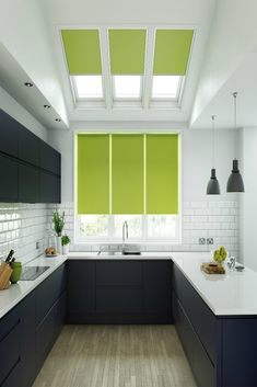 Our stunning Unilux Lime roller blind will make the ultimate statement in your home. We love how they look in this beautiful contemporary kitchen. The bright green colour works perfectly alongside the fresh colours. Skylight Blinds, Blinds For Windows, Skylights, Sunroom Windows, Window Blinds, Types Of Blinds, Shades Blinds, Roll Ups