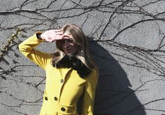 How to color the dreary NY winter? With a bright yellow coat. #pennyblack #ny #yellowcoat