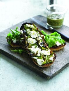 Sophie Wright's Grilled French goat's cheese mini-log and walnut pesto ciabatta Ciabatta, Entrée Simple, Easy Starters, Walnut Pesto, Avocado Toast, Grilling, Sandwiches, Sophie Wright, Bread