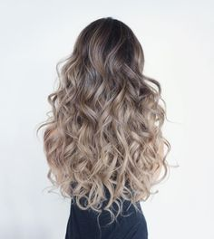 Who run the world? CURLS! Loving these ombre long locks!