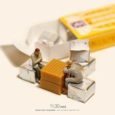 ". 11.30 wed ""Checkmate"" . 悩めるキャラメル . #将棋 #森永ミルク悩める #chess #Caramel . —————— 鹿児島で個展開催中、明日12月1日まで! #詳しくはプロフィールのurlから #銀座でも展覧会開催中 Micro Photography, Miniature Photography, Toys Photography, Creative Photography, Minis, Macro Fotografie, Little People Big World, Miniature Calendar, Foto Fun"