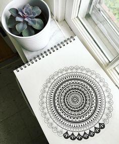 40 Black And White Mandala Art Drawings Like You Have Never Seen - Bored Art Mandala Art Therapy, Mandala Art Lesson, Mandala Artwork, Mandala Drawing, Sacred Geometry Symbols, Pencil Art Drawings, Mandala Coloring, Mandala Pattern, Design Art