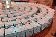 DecoraçãoTiffany & Co   Créditos: Pratarias Ella Arts Objetos decorativos BonParti Bolo Ateliê Silvia Pizzo Cupcakes e doces Bruna Gauss Bombom trufa Felicità Doces Porta guardanapos Ode Handmade Balão Bubble Balão Cultura Convites, arvore digital e papelaria personalizada Gigi Sampaio - Designer de Sonhos Sabonete liquido (lembrancinha) Surpresas da Lu Fotografia @Catia Gomes #festadebutante #15anos #festamenina #festalinda #festa15anos #festaadolescentes #decoraçãodefestas #decoração15ano
