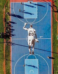 The spectacular tribute to Manu Gin Basketball Necklace, Basketball Art, Basketball Leagues, Basketball Players, San Antonio Spurs, Gin Images, Manu Ginobili, Nba League, Nba Wallpapers