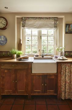 Real home: a pretty farm cottage sees an Arts & Crafts inspired restoration English Cottage Kitchens, Small Cottage Kitchen, English Cottage Style, Cozy Kitchen, Rustic Kitchen, Country Kitchen, Cottage Style Kitchens, Tudor Kitchen, English Cottages