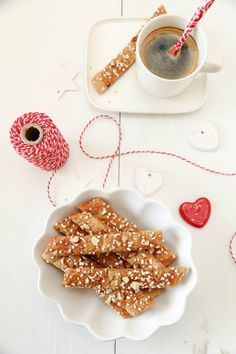 Brune pinner - Kolakaker Sweet Life, Christmas Treats, Panna Cotta, Food And Drink, Gluten, Healthy Recipes, Healthy Food, Cookies, Baking