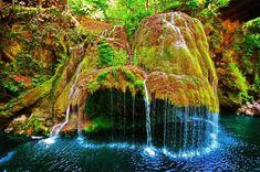 Cascada Bigar a fost inclusa in topul celor mai spectaculoase cascade din intreaga lume, in ocupand primul loc, potrivit site-ului The World Geography. Sistema Solar, Visit Romania, World Geography, Belleza Natural, Chile, Scenery, Around The Worlds, Explore, Adventure