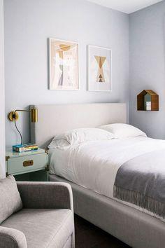 Habitacion pintada de color gris azulado