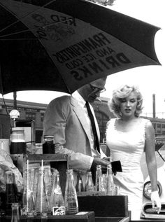 Sam SHAW :: Arthur Miller & Marilyn Monroe at a hot dog stand, NYC, 1957
