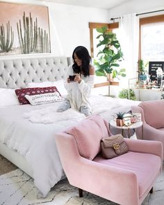 Happy Monday! Sabrina aka @GypsyTan here and I'll be taking over @liketoknow.it.homeaccount to give you a tour of my master bedroom! Head over to see how I transformed our brown bedroom into a bright white oasis. See you there! http://liketk.it/2rhS2 #liketkit @liketoknow.it #LTKHome # ltkathome