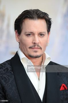 Johnny Depp attends the European premiere of 'Alice Through The Looking Glass' at Odeon Leicester Square on May 10, 2016 in London, England. May 10, 2016 Lizenz
