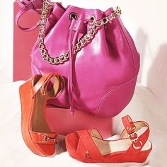 Combinação perfeita! #shoestock #verao2015 #colorful #bucketbag #sandal - Ref 09.04.0116 - 15.01.0546 - 15.07.2148