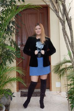 Look do dia: blazer de veludo e botas over the knee