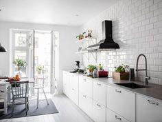 Post: La nueva distribución de los armarios de cocina --> cocina nórdica, Cocinas blancas, Cocinas modernas, Decoración de interiores, Decoración en blanco, Diseño de interiores, Estilismo de interiores, Estilo nórdico, Estilo y diseño nórdico – escandinavo, cocina escandinava, scandinavian kitchen, interior design, kitchen design