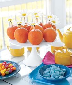 Bring a splash of sunshine & vibrant color to your table with a vibrant partnering of daisies and oranges.