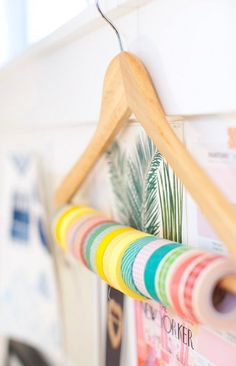 35 Attractive Workspace Design Ideas With Washi Tape To Copy - You can easily get distracted by friends and family members while trying to do your work. You must create a good workspace dedicated to your work only. Coin Couture, Tape Storage, Ribbon Storage, Diy Storage, Washi Tape Crafts, Washi Tapes, Diy Organisation, Organizing, Diy Rangement