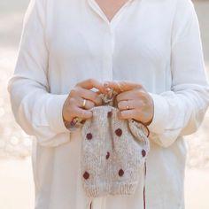 Strikker på denne #oversizedpolkasweater imellem andre projekter #knitbytrinep  #strik #strikk #knit #knitspo #knitinspo123 #knittinginspiration #knitting_inspiration #knittersofinstagram #egetdesign #barnestrikk #børnestrik #babystrik #babystrikk