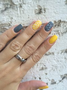 Yellow and grey nails with a pattern from Pet'la plate Three times