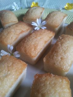 Financiers {recette de Cyril Lignac} – Une abeille en cuisine Chefs, Pork Buns, Cake Factory, Different Cakes, Food Humor, Nutella, Delicious Desserts, Biscotti, Sweet Tooth
