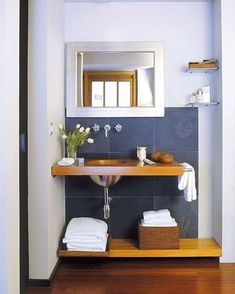Decoracion de baños modernos pequeños. Realizar una decoración moderna en un cuarto de baño pequeño suele ser un completo reto. Es importante tener el espacio necesario para la correcta ubicació