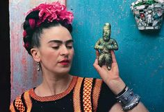 For 10 years, photographer Nickolas Muray and artist Frida Kahlo had an affair. During this time, Muray shot a colorful collection of Frida Kahlo photos. Diego Rivera, Victoria And Albert Museum, Frida Kahlo Exhibit, Nickolas Muray, Frida And Diego, Frida Art, Mexican Artists, The V&a, Usain Bolt