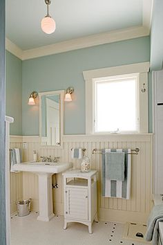 When your budget's not ready for a remodel, set your sights on smaller DIYs you can tackle yourself. Most Popular Small Bathroom Remodel Ideas on a Budget in 2018 House Bathroom, Traditional Bathroom Remodel, Cottage Decor, Beachy Bathroom, Home Decor, Cottage Bathroom, Bathroom Design, Bathroom Decor, Beautiful Bathrooms