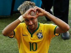 Celé jméno:Neymar da Silva Santos Júnior Používané jméno:Neymar Národnost: Brazílie Datum narození:05.02.1992 Výška:174 cmVáha:64 kg Pozice:útočníkČíslo dresu:11 Klub:FC Barcelona (ESP)