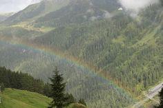 Und die Belohnung war ein wunderschöner Regenbogen über Hintertux. #wellnesshotel_bergland #regenbogen #natur #farbenspiel # farbenfroh