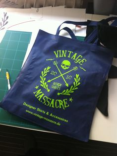 Vintage Massacre Tasche in Arbeit