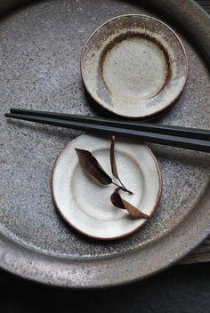 山田隆太郎「黒鉄釉リム7寸皿」の詳細ページです。