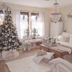 Love it, hope ill have it soon ☺ Shabby Chic Christmas, Farmhouse Christmas Decor, Cozy Christmas, White Christmas, Living Room Colors, Living Room Designs, Christmas Decorations, Christmas Ornaments, Holiday Decor