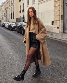 53 looks de inverno estilosos para testar esta temporada 53 stylish winter looks to try this season friend! Winter Fashion Outfits, Fall Winter Outfits, Autumn Fashion, Winter Clothes, Summer Outfits, Fall Skirt Outfits, Winter Dresses, Hipster Fall Fashion, Winter Fashion Street Style