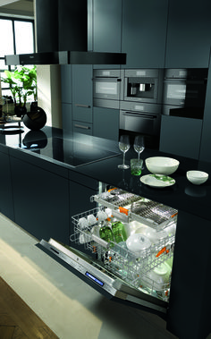 Go ahead. Put in everything. Rinse nothing. Dare to wash differently with a Miele Dishwasher, available at Abt.
