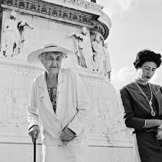 Traurige Damen:  Als Perlmutter 1956 Italien besucht, hat das Land die...
