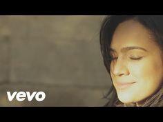 O vídeo oficial de Daniela Araújo para a música 'Dono dos Meus Dias'. Clique aqui para ouvir Daniela Araújo no Spotify: http://smarturl.it/DanielaASpotify?IQ...