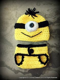 Minion costume for an infant. We provide step-by-step instructions teaching you how to crochet this adorable minion costume. Homemade Gifts, Diy Gifts, Häkelanleitung Baby, Baby Set, Baby Yoga, Diy Baby, Diy Crochet, Crochet Hats, Crochet Slippers