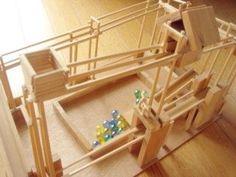 我が家は手作りおもちゃ工房 ビー玉ジェットコースター